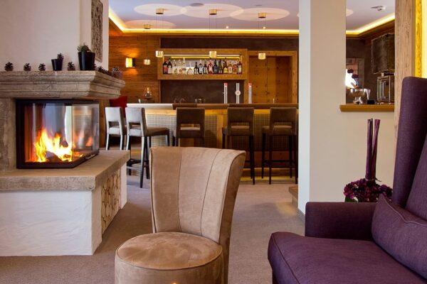 hotel-bergkristall-sommer-hotel-kamin-1680x760-q90
